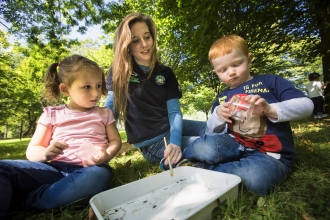 Kids looking at mini-beasts in Belfast Park